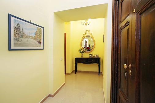 Maior - Rome - Hallway