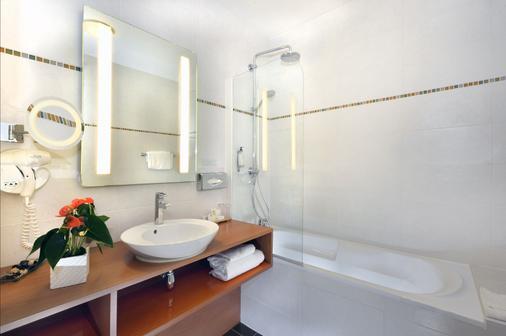 Best Western Plus Hotel de la Regate - Nantes - Bathroom
