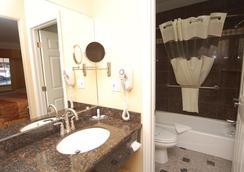 Monterey Surf Inn - Monterey - Bathroom