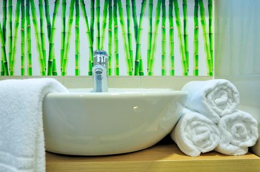 Hotel Rebro - Zagreb - Bathroom