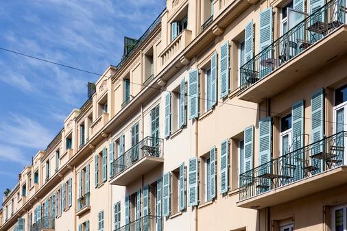 Apart'hotel Ajoupa - Nice - Building