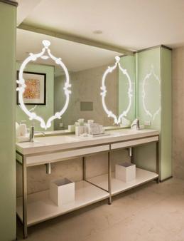 Washington Plaza - Washington - Bathroom