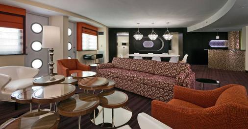 Washington Plaza - Washington - Living room