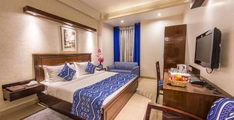 Rockland Hotel - C R Park - New Delhi - Bedroom