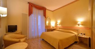 Hotel America - Trento - Bedroom