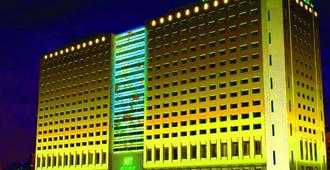 Holiday Inn Xi'an Big Goose Pagoda - Xi'an - Building