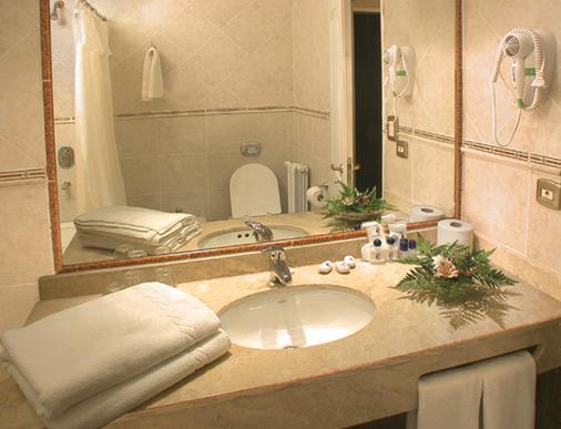 Hotel Nahuel Huapi - San Carlos de Bariloche - Bathroom