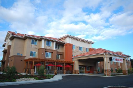 The Oaks Hotel and Suites an Ascend Hotel Collection Member - Paso Robles - Building