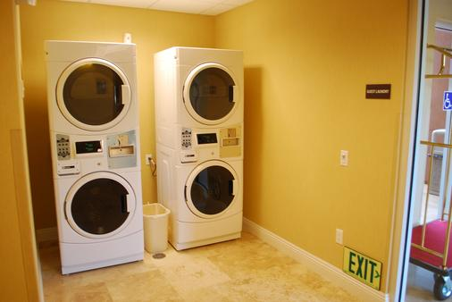 The Oaks Hotel and Suites an Ascend Hotel Collection Member - Paso Robles - Laundry facility