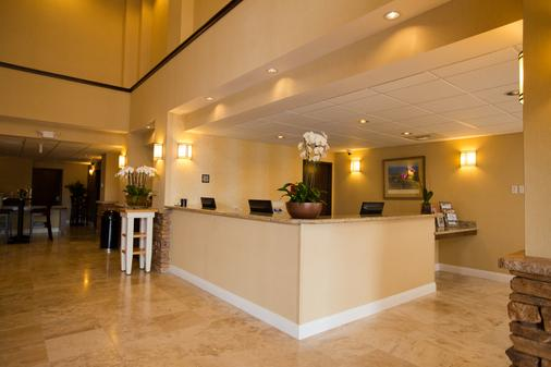 The Oaks Hotel and Suites an Ascend Hotel Collection Member - Paso Robles - Front desk