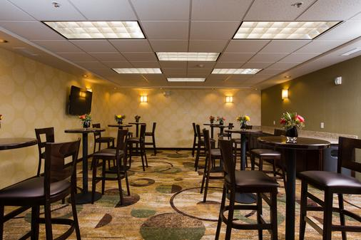 The Oaks Hotel and Suites an Ascend Hotel Collection Member - Paso Robles - Lounge