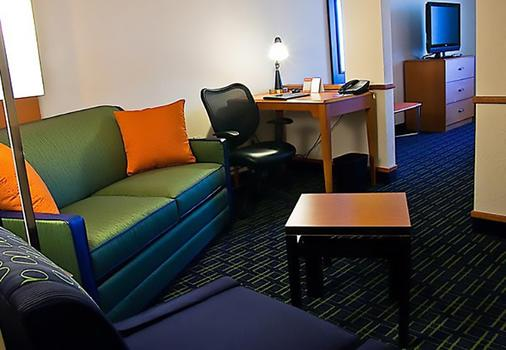 Fairfield Inn and Suites by Marriott Tampa Fairgrounds Casino - Tampa - Living room