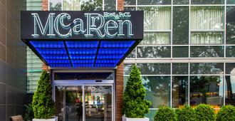 Mccarren Hotel & Pool - Brooklyn - Building