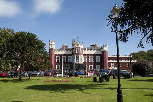 Fitzpatrick Castle Hotel - Dublin - Building