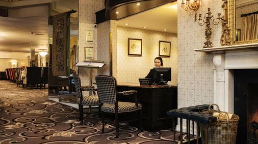 Fitzpatrick Castle Hotel - Dublin - Front desk