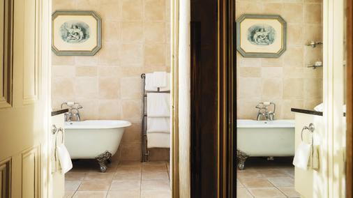 Fitzpatrick Castle Hotel - Dublin - Bathroom