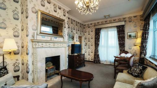 Fitzpatrick Castle Hotel - Dublin - Living room