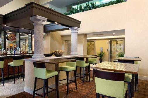 DoubleTree by Hilton Houston Hobby Airport - Houston - Bar