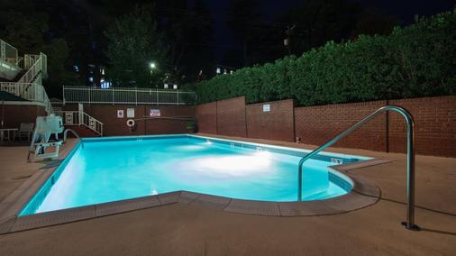 Cavalier Inn At The University - Charlottesville - Pool