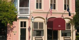 The Meeting Street Inn - Charleston - Building