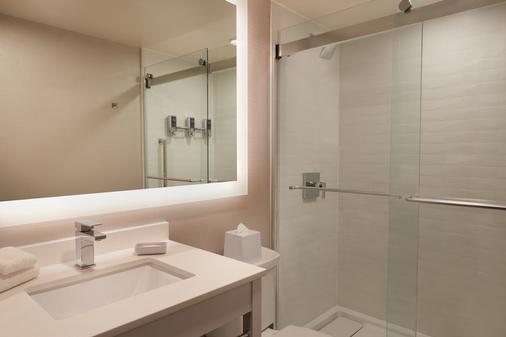 Sunbridge Hotel & Conference Centre Downtown Windsor - Windsor - Bathroom