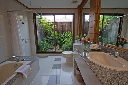 Comsaed River Kwai Resort - Kanchanaburi - Bathroom