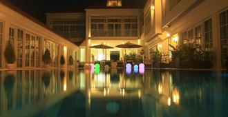 White Boutique Hotel - Krong Preah Sihanouk - Pool