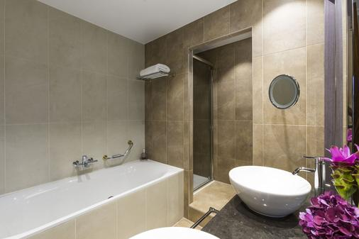 The Ritz-Carlton, Hotel de la Paix, Geneva - Geneva - Bathroom