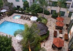 Courtyard by Marriott Los Angeles Pasadena Old Town - Pasadena - Pool