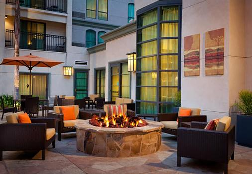 Courtyard by Marriott Los Angeles Pasadena Old Town - Pasadena - Patio