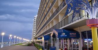 Ramada by Wyndham Virginia Beach Oceanfront - Virginia Beach - Building