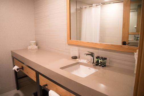 Tunnel Mountain Resort - Banff - Bathroom