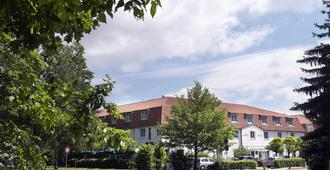 Wyndham Garden Potsdam - Potsdam - Building