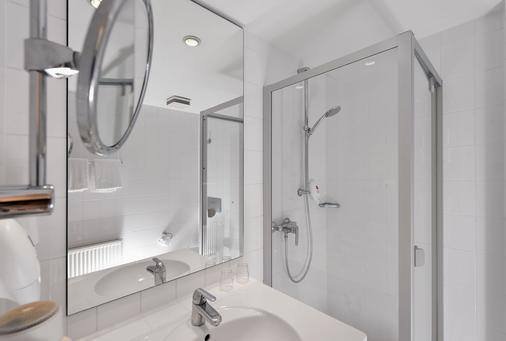 Wyndham Garden Potsdam - Potsdam - Bathroom