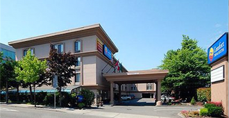 Comfort Inn & Suites Sea-Tac Airport - SeaTac - Building