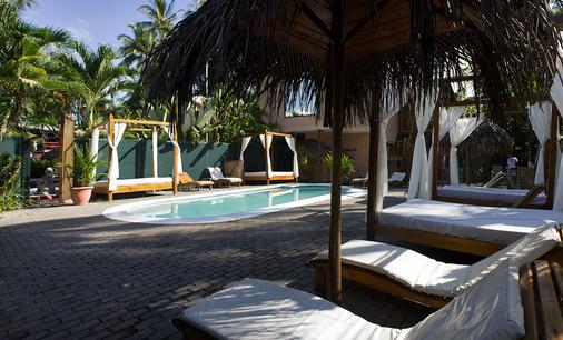 Copacabana Hotel and Suites - Jaco - Pool