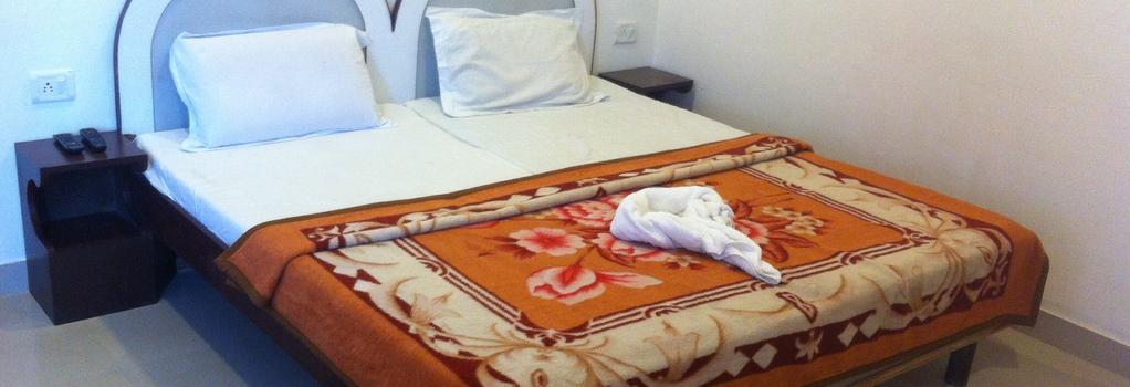 Hotel Safari - Agra - Bedroom