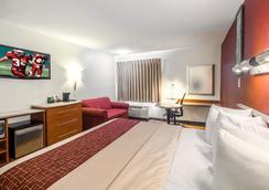 Red Roof Inn & Suites Savannah Gateway - Savannah - Bedroom