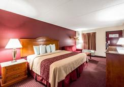 Red Roof Inn & Suites Pigeon Forge - Parkway - Pigeon Forge - Bedroom
