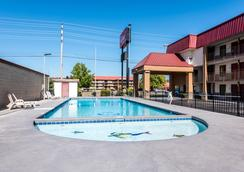 Red Roof Inn & Suites Pigeon Forge - Parkway - Pigeon Forge - Pool