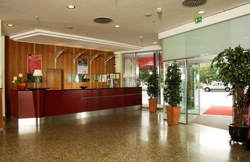 Intercityhotel Berlin Ostbahnhof - Berlin - Front desk