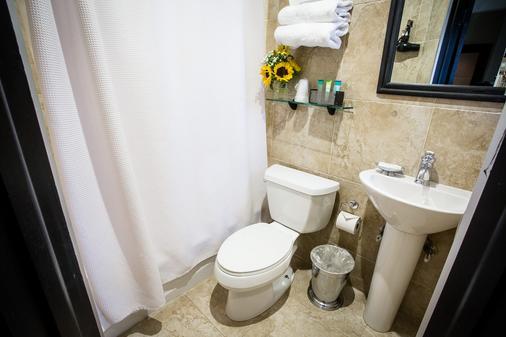 The Mansfield Hotel - New York - Bathroom