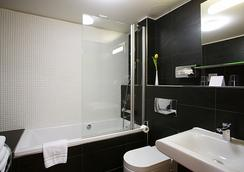 Vintage Design Hotel Sax - Prague - Bathroom