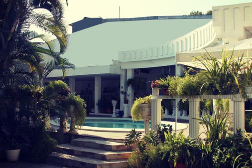 Hotel Grecia Real - San Salvador - Outdoor view