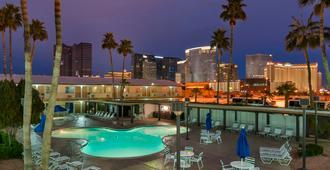 Days Inn by Wyndham Las Vegas Wild Wild West Gambling Hall - Las Vegas - Pool