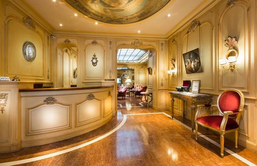 Hotel Belfast - Paris - Front desk