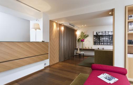 Hotel Le Colisee - Paris - Front desk