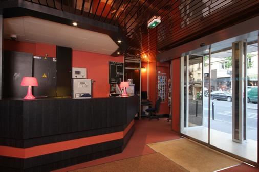 Hotel Corail - Paris - Front desk