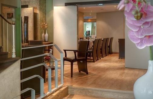 Hotel de France Quartier Latin - Paris - Front desk