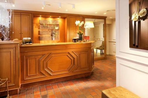 Hotel De Fleurie - Paris - Front desk